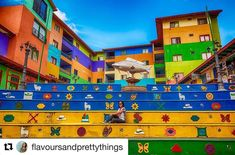 The town Guatapé is the rainbow came to life in #ColombiaisMagicalRealism El pueblito #Guatapé es el arcoíris que tomó vida en #ColombiaEsRealismoMágico #Repost @flavoursandprettythings (@get_repost) ・・・ Life is about using the whole box of crayons 🌈🎨…