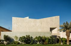 AGi architects hides wall house in kuwait behind stone façade
