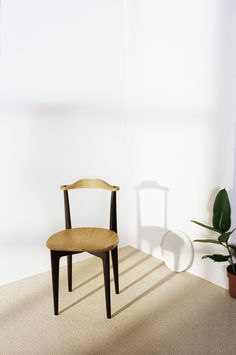 Thema is the chair that truly started Swedese founder Yngve Ekström's career as a furniture designer. In 1953, he brought a Thema chair to the Nordiska Kompaniet (NK) shop in Stockholm, and presented it to an enthusiastic interior designer. The rest, as they say, is design history. An early example of flat-packed Swedish furniture that was efficient to ship and could easily be self-assembled by customers.