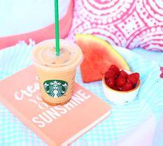 haaaaa j'ai préparé plein de vidéos vraiment le fun cette semaine ☺️ j'ai hâte que vous voyez celle de demain matin, j'y ai mis beaucoup d'efforts! je mettais un peu moins de vidéos / photos ces temps ci parce que j'étais occupé par un super gros projet (et j'ai vraiment hâte de vous en parler plus!) mais maintenant j'ai le temps de revenir à mes vieilles habitudes hehe je vous aime et on se voit sur YouTube xxx Photos Tumblr, Starbucks Drinks, Starbucks Coffee, Mojito, Emma Verde, Basic White Girl, Photo Instagram, Instagram Posts, Tumblr Backgrounds