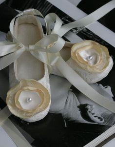 Cute flowers + ribbon = ADORABLE!