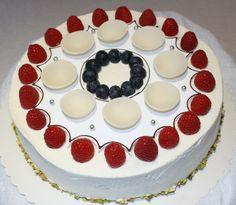 17.mai-kake med bringebær og ananas