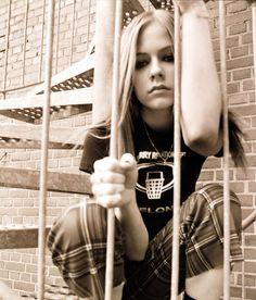 Let Go Photoshoot - Avril Lavigne Avril Lavigne Style, Avril Lavigne Let Go, Pop Punk, Avril Lavingne, Abbey Dawn, Skater Girls, Andy Biersack, Black Star, Role Models