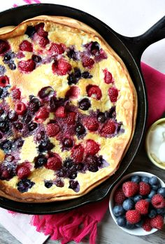 Resolve to eat breakfast in bed! And try this double berry puff pancake, yum Breakfast Desayunos, Breakfast Dishes, Breakfast Recipes, Breakfast Ideas, Pancake Recipes, Breakfast Skillet, Breakfast Smoothies, Puff Pancake, Pancake Art