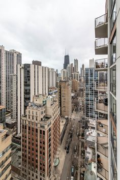 These views from Astor House in Chicago's Gold Coast are unbeatable! The friendly historic district is one-of-a-kind. For more details and avaialability please visit astorhouse.groupfox.com. #chicago #skyline #apartments #luxuryapartments #citylife #city Chicago City, Chicago Skyline, New York Skyline, City View Apartment, Lake Michigan, Luxury Apartments, Gold Coast, Dream Life, Future House