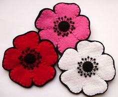 Bugs and Fishes by Lupin: April Giveaway - Poppies! Felt Crafts, Fabric Crafts, Sewing Crafts, Floral Embroidery Patterns, Crochet Flower Patterns, Handmade Felt, Handmade Flowers, Fake Flowers, Diy Flowers