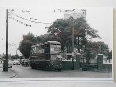 LONDON TRANSPORT TROLLEYBUS -1394 (FXH 394) - ON ROUTE 689 TO EAST HAM TOWN HALL London Bus, Old London, Buses And Trains, London Transport, West Ham, Town Hall, Ephemera, Liverpool, Scotland