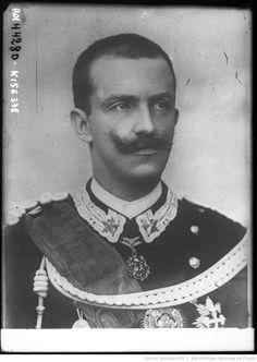 Le roi d'Italie [portrait de Victor Emmanuel III] : [photographie de presse] / [Agence Rol]