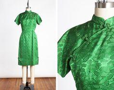1950s Vibrant Green Leaf Patterned Silk Cheongsam Qipao Wiggle