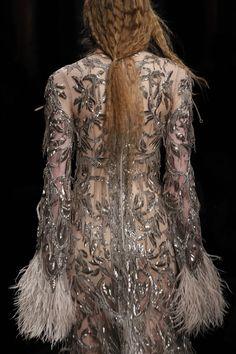 Alexander McQueen Fall 2017 Ready-to-Wear Accessories Photos - Vogue Alexander Mcqueen 2017, Alexander Mcqueen Savage Beauty, Fashion Week, Fashion Show, Embroidery Fashion, Hand Embroidery, Fashion Seasons, Couture Dresses, Fashion Dresses