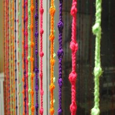 Gracias A Mi Abuela: Cortinas de crochet (good idea with coloured rope for outside) Crochet Curtains, Beaded Curtains, Diy Curtains, Patchwork Curtains, Shower Curtains, Crochet Cross, Crochet Home, Easy Crochet, Diy Arts And Crafts