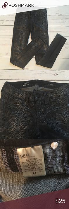 Saks Fifth Ave Gray Reptile Print Skinny Jeans Super cute and in great pre owned condition! Slight amount of peeling (see pics). Size 24. Saks Fifth Avenue Jeans Skinny