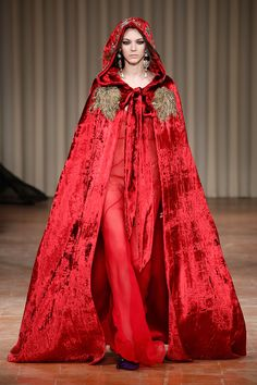 Beauty of Venice: Alberta Ferretti Fall/ Winter Collection Love Fashion, Fashion Show, Fashion Looks, Fashion Outfits, Milan Fashion, Alberta Ferretti, Red Frock, Velvet Fashion, Western Outfits