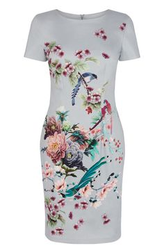 This pretty wrap dress features an oriental floral and bird print across the fabric complete with a v neckline and nipped in waist. The piece is finished with a skinny waist belt with metallic buckle fastening.