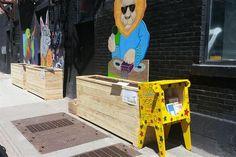 Où peut-on trouver le Croque-livres Familles Centre-ville? En face d'Innovation jeunes au 1410, Rue Pierce à Montréal. #croquelivres #littlefreelibrary #lecture #enfants #livres