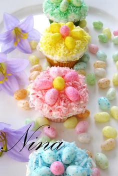 "Easter inspiration board by Bella Bella Studios ~ Pretty Easter cupcakes ~ such a sweet idea via Nina""s recipes Cupcakes Flores, Easter Cupcakes, Flower Cupcakes, Spring Cupcakes, Strawberry Cupcakes, Christmas Cupcakes, Bunny Cupcakes, Party Cupcakes, Cake Pops"