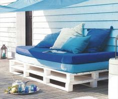 outdoor pallet furniture ideas white pallet sofa blue cushions decorative pillows