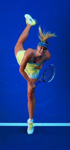 Resultado de imagen de tenista sharapova sirviendo en tenis
