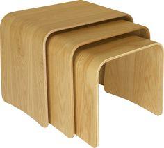Trio settebord i eik. Fåes også i valnøtt. Dimensjoner: L41,2 x D56 x H46 cm. Kr. 2330,-