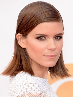 Kate Mara Emmys 2013 All the celebrity hair and makeup looks from this years Emmys red carpet—which were your faves? Classic Hairstyles, Celebrity Hairstyles, Pretty Hairstyles, Straight Hairstyles, Hairstyle Ideas, 1960s Hairstyles, Celebrity Faces, Celebrity Beauty, Kate Mara
