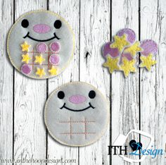 This awesome ITH  moon Tic Tac Toe embroidery design is free!