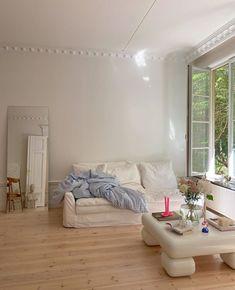 Houses Architecture, Minimalist Room, Dream Apartment, Aesthetic Room Decor, Retro Aesthetic, White Aesthetic, Dream Rooms, My New Room, House Rooms