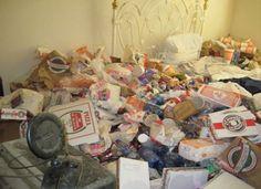 Vomero: viveva tra le immondizie in casa. LASIA porta via 2500 sacchetti di rifiuti