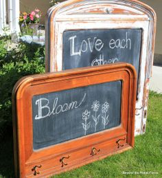 Beyond The Picket Fence: Headboard Chalkboard Neat idea for reuse, recycle or refurbish of old headboard. They made a chalkboard with hooks to use as coatrack, but I could see this with a photo in the center instead or a fabric covered cork board. Repurposed Items, Repurposed Furniture, Painted Furniture, Furniture Projects, Furniture Makeover, Diy Furniture, Selling Furniture, Recycling, Reuse Recycle