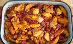 Zapečené brambory s cibulí a párkem Hungarian Cuisine, Hungarian Recipes, Meat Recipes, Snack Recipes, Cooking Recipes, Baked Tacos Recipe, Vegetable Casserole, Good Food, Yummy Food