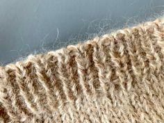 Italiensk opslag - Guide med billeder til elastisk opslag - Strikker.dk Shag Rug, Knitting, Home Decor, Ribe, Shaggy Rug, Decoration Home, Tricot, Room Decor, Breien
