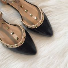 ▪HP️Black Snake Skin Flats▪️ Brand new, Black snakeskin sandals with gold accent studs! Size 8. NO TRADES ▪️PRICE IS FIRM▪️ Shoes Flats & Loafers