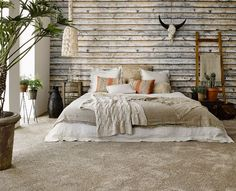 A rustic bedroom for those who dream of the great wide open might look tough but are super soft with Home Touch. Kom langs bij onze winkel in Rijswijk om de mogelijkheden te bekijken! Dream Bedroom, Home Bedroom, Bedroom Wall, Bedroom Decor, Bedroom Interiors, Wallpaper Headboard, Wallpaper Decor, Ibiza Style Interior, Interior Design