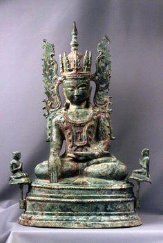 A sitting Buddha Arakan. Height 57 cm, copper alloy greenish miralized patina. Burma, circa 17 th Century