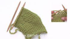 Season& treats / DROPS Extra - free knitting patterns by DROPS design - Season& treats / DROPS Extra – free knitting patterns by DROPS design - Baby Cardigan Knitting Pattern, Baby Knitting Patterns, Knitting Stitches, Free Knitting, Drops Design, Knitting Short Rows, Drops Baby, Crochet Diagram, Christmas Knitting