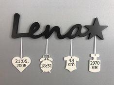 Badge nominatif avec dates de naissance - Rund ums Kind - bebe Baby Crafts, Diy And Crafts, Diy Bebe, Birth Gift, Name Badges, Baptism Gifts, Baby Decor, Future Baby, Baby Names
