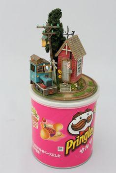Des petit trains miniatures sur des objets petit train miniature objet 08