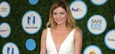 Mischa Barton Voluntarily Taken Into Hospital Care After Concerned Neighbors Called In Police