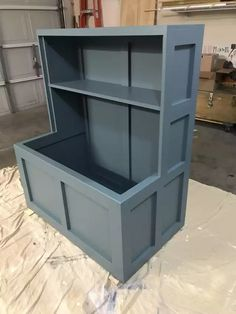 Wood Projects For Kids, Woodworking Projects For Kids, Diy Furniture Projects, Toy Box With Shelf, Farmhouse Toy Boxes, Toyroom Ideas, Disney Playroom, Toy Box Plans, Diy Bench Seat
