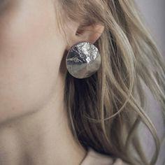 PAMPERO || Artisan pewter earrings, handmade in Canada by Anne-Marie Chagnon (2017) || Boucles d'oreilles en étain faites à la main à Montréal, par l'artiste bijoutière Anne-Marie Chagnon