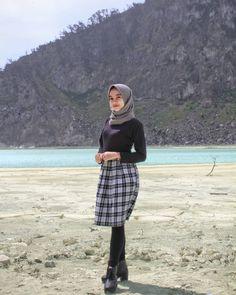 Setahunbaru: Collection of Sweet Hijab Girls Casual Hijab Outfit, Ootd Hijab, Hijab Chic, Hijabi Girl, Girl Hijab, Fashion 2020, Girl Fashion, Fashion Outfits, Chloe Grace Moretz Feet