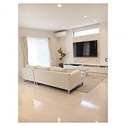 Lounge,観葉植物,ソファ,アクセントクロス,ダウンライト,リビングテーブルに関連する他の写真 White Rooms, Cuisines Design, Tv Cabinets, Home Renovation, My Room, Living Room Decor, Family Room, House Design, Interior Design