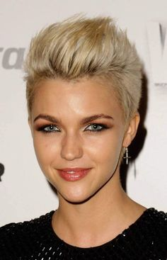 All types of shaved hairstyles for women of any age - Hairstyles for all occasions