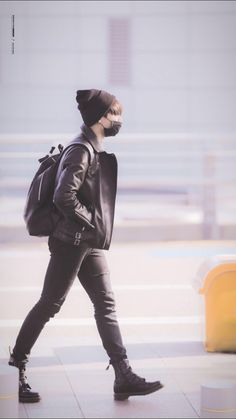 Anonymous said: what are your favourite 'looks' on jungkook? feel free to provide photo support ;) Answer: i love every look on jeon lmao whatever he does makes me lose my shit anyways but i'll give. Bts Jungkook, Yoongi, Jung Kook, Foto Bts, Bts Photo, Bts Airport, Airport Style, Airport Fashion, Airport Outfits
