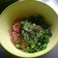 肉汁溢れまくり~♪フライパンであっという間に焼き小籠包♪   しゃなママオフィシャルブログ「しゃなママとだんご3兄弟の甘いもの日記」Powered by Ameba Food Inspiration, Spinach, Cabbage, Cooking Recipes, Vegetables, Food Recipes, Veggie Food, Cabbages, Vegetable Recipes
