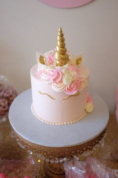 Pink a… Girl baby shower. Pink a…,unicorn cupcakes Girl baby shower. Torta Baby Shower, Baby Shower Cupcake Cake, Baby Shower Desserts, Shower Baby, Easy Baby Shower Cakes, Cake Baby, Unicorn Cupcakes, Fondant Cupcakes, Cupcake Cakes