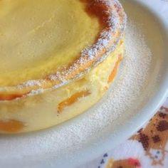 Mini-Käsekuchen ohne Boden: 500 Speisequark 3 Eier 200 g Milch 1 Paket Vanillepuddingpulver 100 g Zucker 1 TL Zitronenabrieb Saft einer halben Zitrone nach Belieben eine kleine Dose Mandarinen oder Aprikosen, gut abgetropft