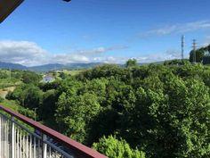 Disfrutar de estas vistas cada mañana al dspertar mientras te tomas un café en la terraza de este #piso que se #vende en #Errenteria... Todo un lujo! ;) #eica #inmobiliaria #Donosti www.eica.com