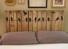 You are currently watching here the result of your Pallet Headboard DIY Instructions. If you like the Pallet Headboard DIY Instructions then I suggest to you Diy Bett, Pallet Crafts, Diy Pallet, Pallet Projects, Pallet Beds, Pallet Porch, Home And Deco, Head Boards, Pin Boards