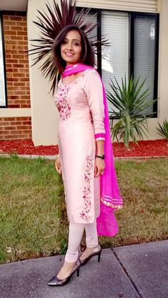 New design dresses casual indian Ideas Embroidery Suits Punjabi, Embroidery Suits Design, Embroidery Fashion, Embroidery Dress, Velvet Dress Designs, Dress Neck Designs, Indian Dresses, Indian Outfits, Simple Indian Suits