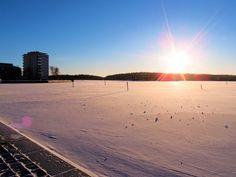 Eilen oli upea talvipäivä Savonlinnassa. Kerrassaan hieno talvinen ja aurinkoinen ulkoilusää kovasta pakkasesta huolimatta. Tervetuloa vaikka talvilomalla.
